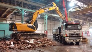 Excavator loading grab lorry