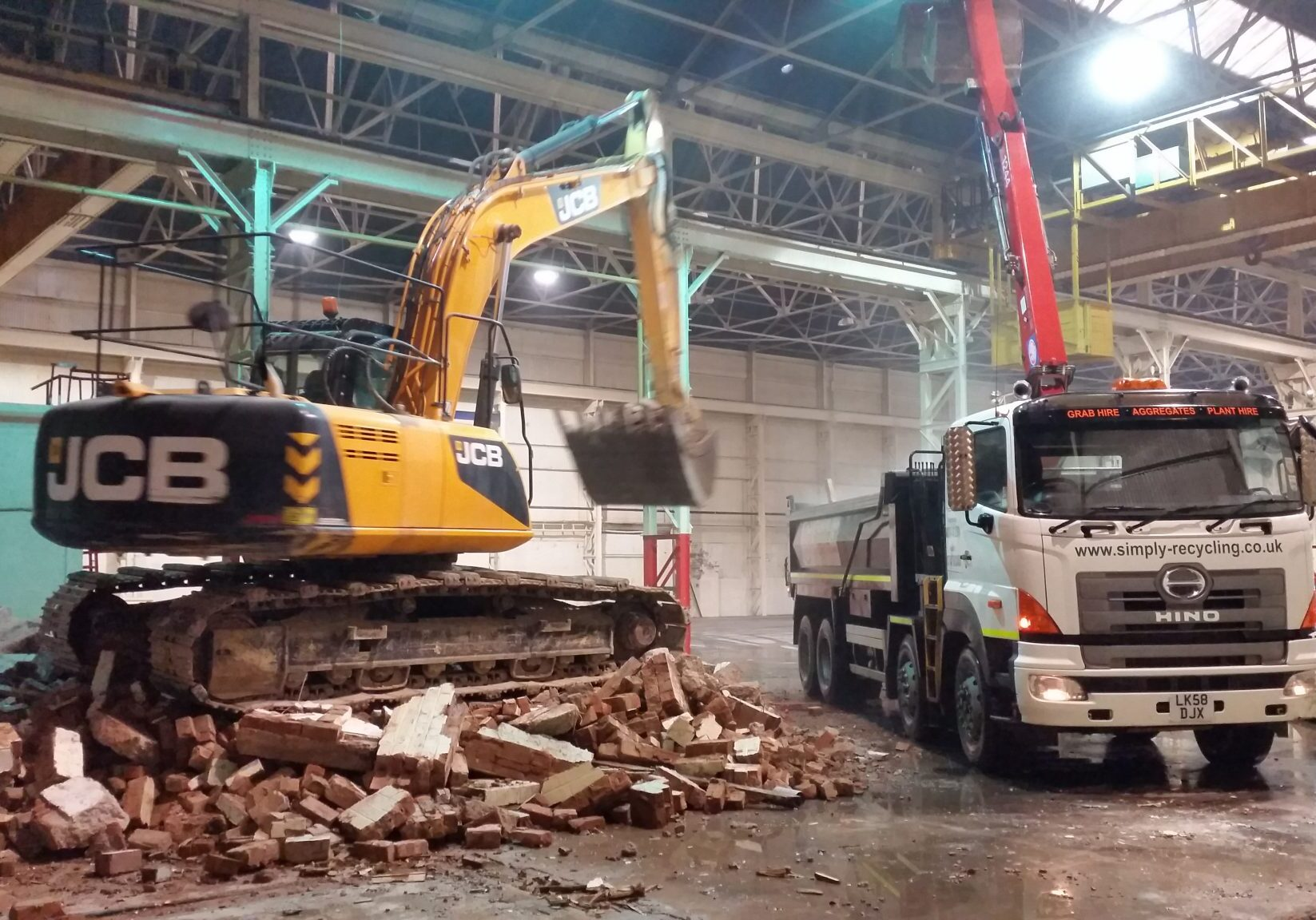 Excavator loading our grab lorry with rubble from a small demolition job in Kiddy.
