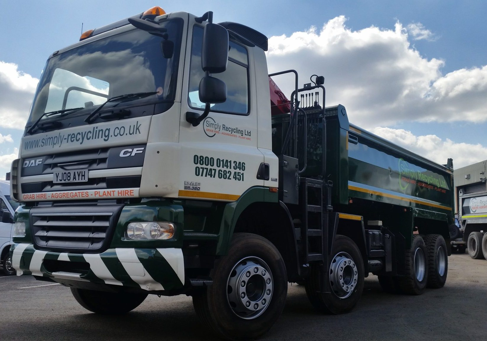 Simply recycling Ltd Grab Lorry.